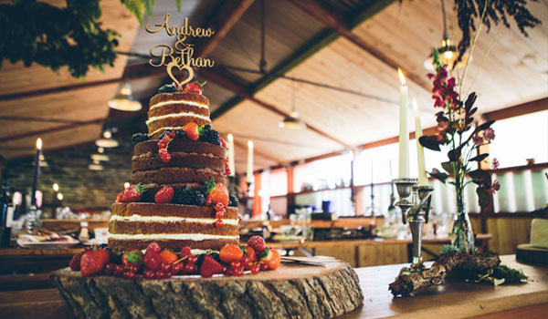 Styling-wedding-cake - My Vintage Flower UK